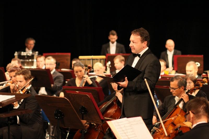 Zbigniew Zamachowski podczas koncertu Stempeniu