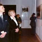 Marcin święcicki - Prezydent m. st. Warszawy oraz Danuta Waniek - Minister Kancelarii Prezydenta RP podczas zwiedzania ekspozycji wystawy