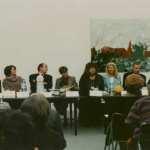 Konferencja prasowa poświęcona otwarciu wystawy i konkursowi fotografii Żydów polskich. Od lewej: Anna Bikont, Tomasz Tomaszewski, Anda Rottenberg, Gołda Tencer, Małgorzata Niezabitowska, Lech Majewski, Jan Jagielski