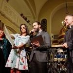 Nagrodę odbiera ks. Marian Bronikowski